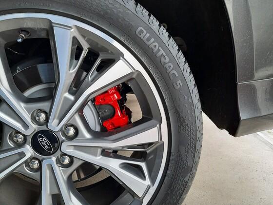 Rote Bremssättel