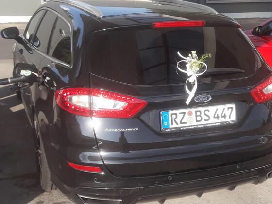 Hochzeitsautobegleitfahrzeug