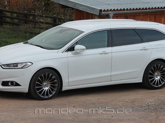 White Mondeo mit Tomason TN16 8,5x19