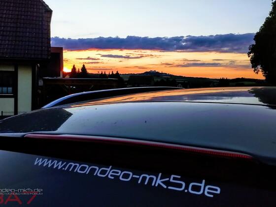 Forumsaufkleber im Sonnenuntergang